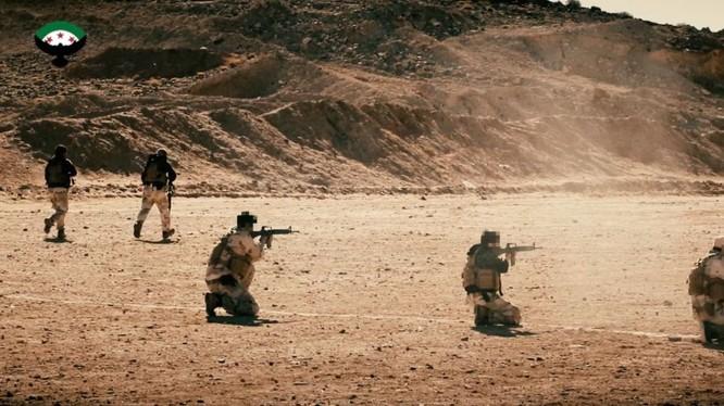 Lực lượng đặc nhiệm cố vấn Mỹ huấn luyện các tay súng thánh chiến trên vùng sa mạc phía nam Syria