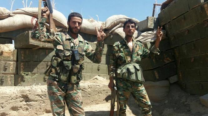 Binh sĩ quân đội Syria trên chiến trường phía đông Hama