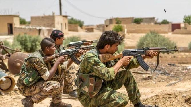 Binh sĩ lực lượng SDF tấn công ở Raqqa