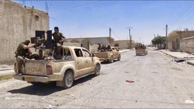 Lực lương SDF cơ động tấn công vào thành phố Raqqa