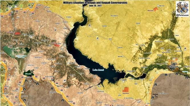 Chỉ còn 15 km đường tấn công, quân đội Syria bao vây một số lượng lớn IS trên vùng nông thôn phía đông thị trấn Khanasser
