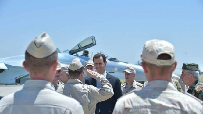 Tổng thống Bashar Al-Assad có chuyến thăm chính thức đầu tiên tới Căn cứ Không quân Nga Hmaymim