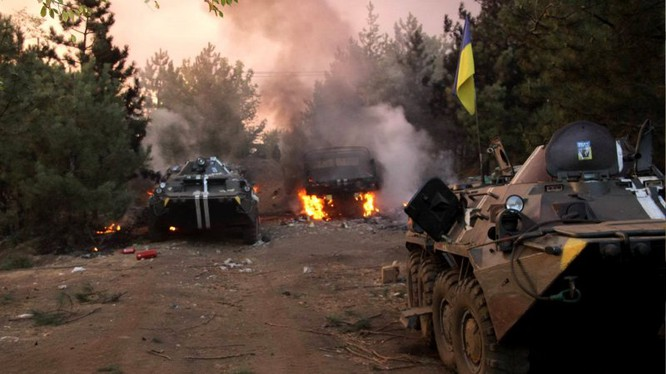 Xe thiết giáp quân đội Ukraine bị phá hủy trên chiến trường