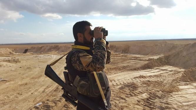 Sí quan quân đội Syria trên chiến trường vùng nông thôn Raqqa