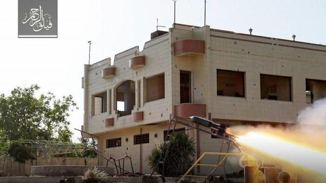 Lực lượng nhóm Failaq Al-Rahman sử dụng tên lửa tự chế tấn công chiến tuyến quân đội Syria