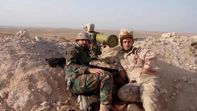 Binh sĩ lực lượng Diều hâu Sa mạc trên chiến trường Hama