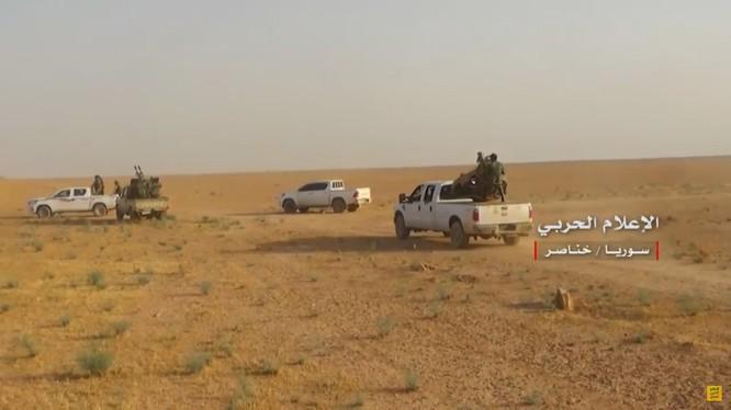 Lực lượng sư đoàn 30 Vệ binh Cộng hòa tiến công truy quét IS trên vùng nông thôn phía đông nam Aelppo