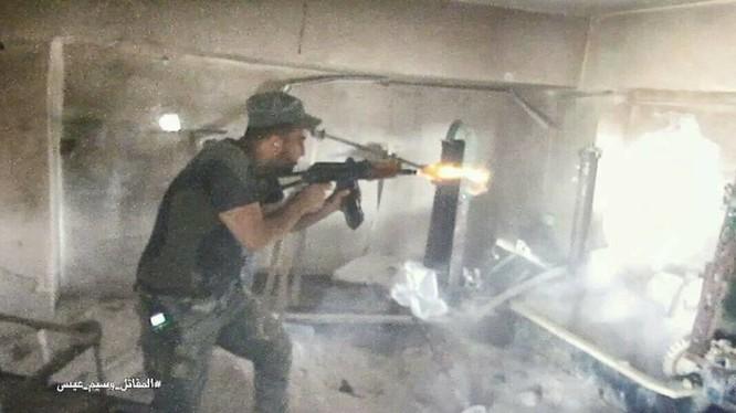 Binh sĩ Syria tiến hành cuộc cận chiến với phiến quân trong tòa nhà mục tiêu
