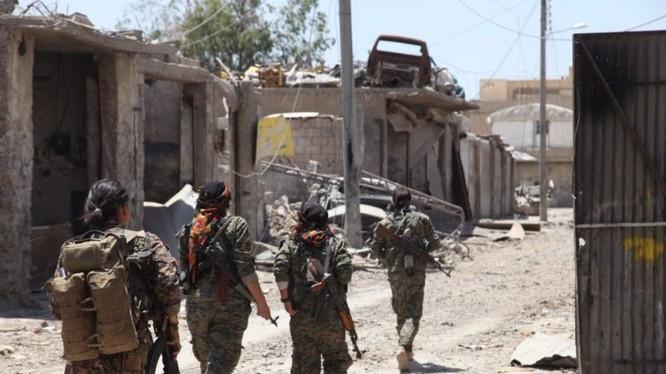 Lực lượng Dân chủ Syria do Mỹ hậu thuẫn tiến công trong thành phố Raqqa