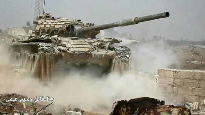 Xe tăng quân đội Syria tấn công ở Jobar