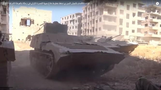 Xe bộ binh chiến đấu quân đội Syria trên chiến trường Jobar, ngoại ô Damascus