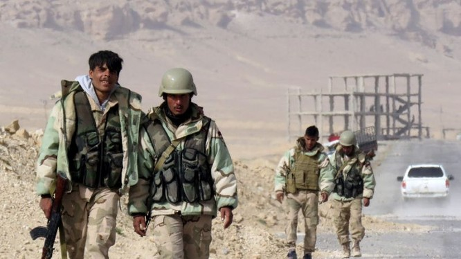 Binh sĩ quân đội Syria tiến hành cuộc tấn công vào khu mỏ khí gas Al-Hayl, sa mạc Palmyra