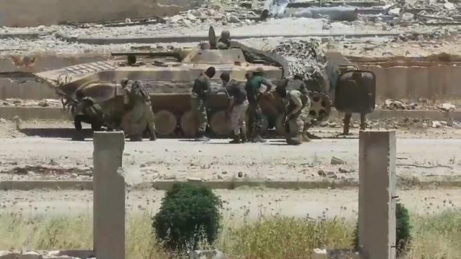 Nhóm chiến binh thánh chiến Ha'yat Tahrir al-Sham (HTS – nhóm Al- Qaeda Syria) huấn luyện chiến đấu ở Idlib