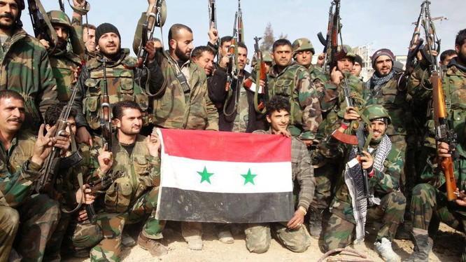 Binh sĩ quân đội Syria ăn mừng chiến thắng Aleppo
