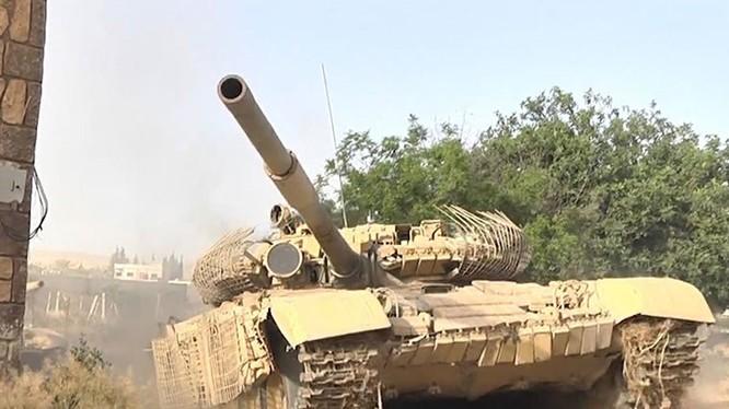 Xe tăng quân đội Syria tấn công trên chiến trường Jobar, Any Tahrir
