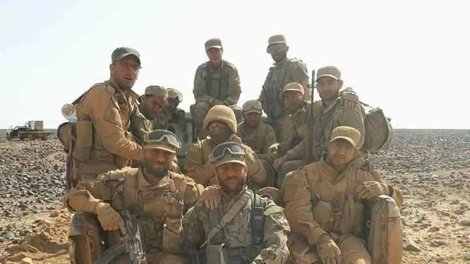 Binh sĩ quân đội Syria trên chiến trường phía đông tỉnh Homs, gần với biên giới Iraq