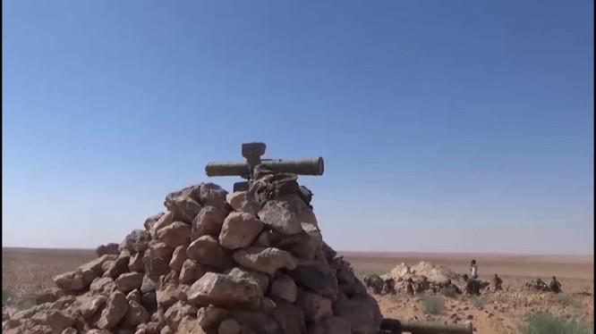 Binh sĩ Syria sử dụng tên lửa chống tăng có điều khiển ATGM trên chiến trường khu vực Hamimah