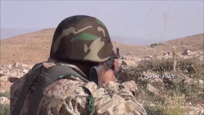 Binh sĩ Hezbollah chiến đấu trên chiến trường biên giới Lebanon - Syria