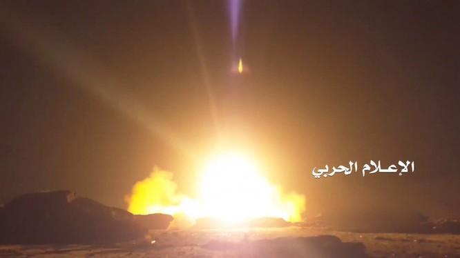Lực lượng phong trao Houthi phóng tên lửa vào Ả rập Xê út
