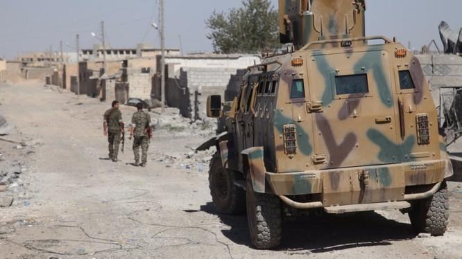 Lực lượng Dân chủ Syria SDF tiến công trong thành phố Raqqa