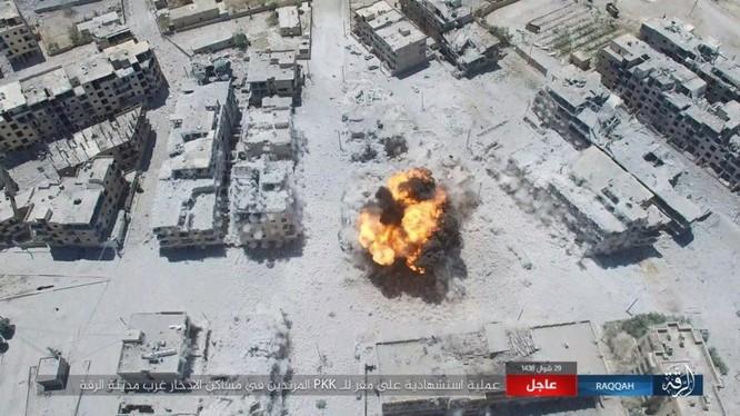 Một vụ đánh bom tự sát VBIED vào lực lượng SDF ở Raqqa