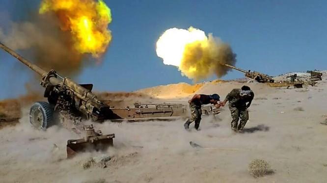 Quân đội Syria pháo kích trên chiến trường sa mạc Palmyra