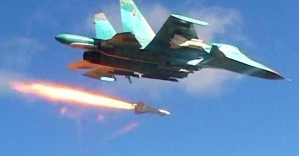Máy bay ném bom chiến trường Su-34 không kích ở Syria