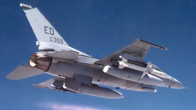 Tên lửa AGM-88 HARM trên máy bay F-16 không quân Mỹ