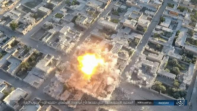 IS đánh bom tự sát VBIED ở Raqqa