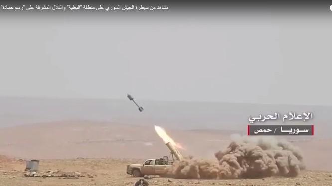 Xe bán tải phóng tên lửa tự chế của quân đội Syria