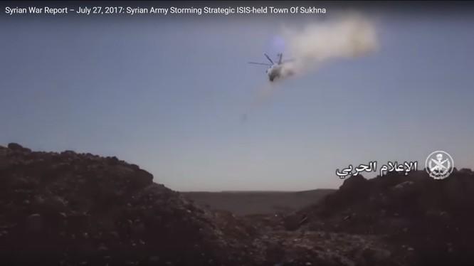 Trực thăng tấn công không quân Nga phóng rockets yểm trợ quân đội Syria tấn công thị trấn Al-Sukhnah