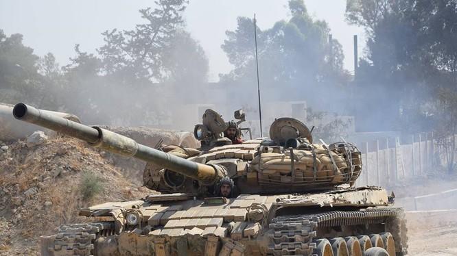 Xe tăng quân đội Syria trên chiến trường vùng ngoại ô Damascus - ảnh Al-Masdar News