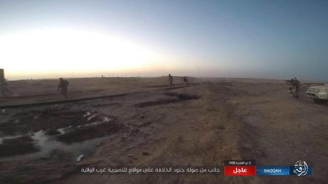 Nhóm chiến binh IS bất ngờ tấn công quân đội Syria - Ảnh Masdar News