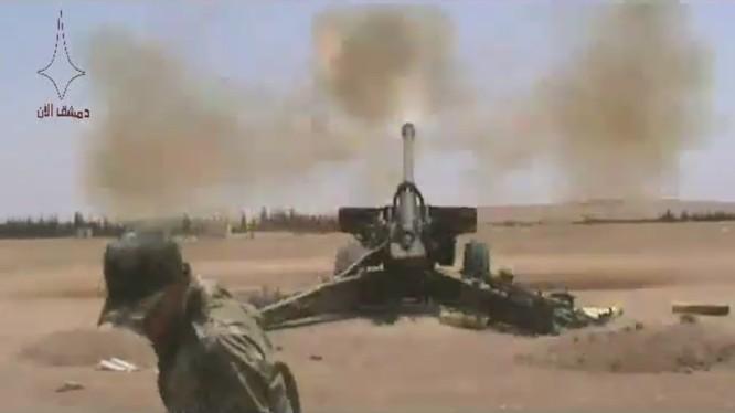 Pháo binh quân đội Syria dội lửa vào IS trên vùng nông thôn tỉnh Hama=Ảnh Masdar News