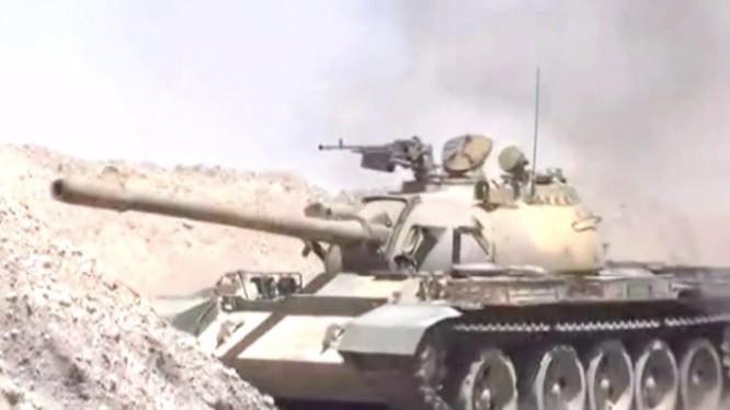 Xe tăng quân đội Syria tiến công vào thị trấn Al-Sukhnah, sa mạc phía đông tỉnh Homs