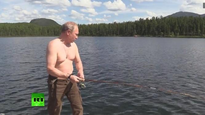 Tổng thống Nga Putin trong kỳ nghỉ 2 ngày ở rừng Taiga, nước Cộng hòa Tuva, Siberia