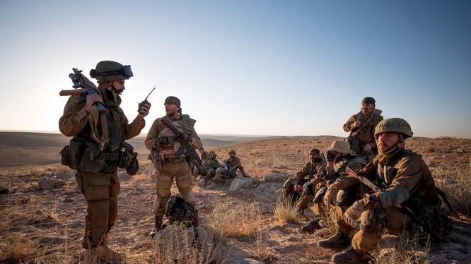 Lực lượng Săn IS cơ động trên chiến trường sa mạc tỉnh Homs - ảnh truyền thông Săn IS (ISIS Hunters)