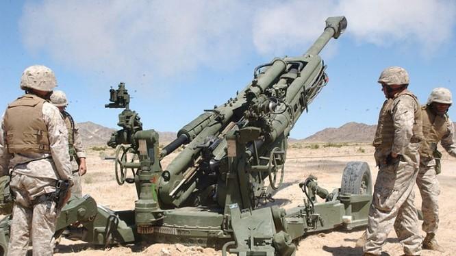 Lính thủy đánh bộ Mỹ với lựu pháo xe kéo M777A2 trên chiến trường Trung Đông - ảnh defence.ru