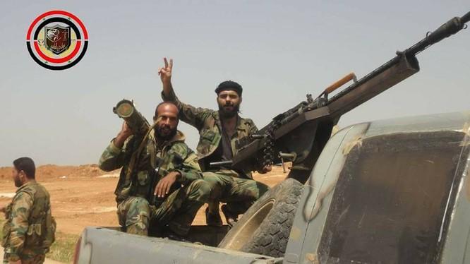 Binh sĩ lực lượng Lá chắn Qalamoun trên vùng sa mạc tỉnh Homs - ảnh Masdar News