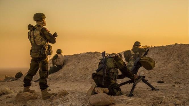 Binh sĩ lực lượng Săn IS chiến đấu trên vùng sa mạc tỉnh Homs - Hama - ảnh minh họa Masdar News