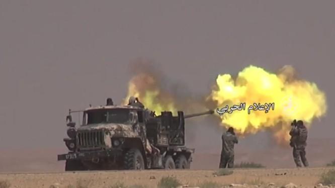 Pháo binh quân đội Syria bắn phá mãnh liệt IS trên chiến trường Deir Ezzor - ảnh video