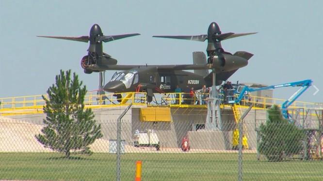 Máy bay trực thăng cánh quat trục xoay V-280 Valor trên bệ bay thử nghiệm cấp nhà máy - ảnh theaviationist.com