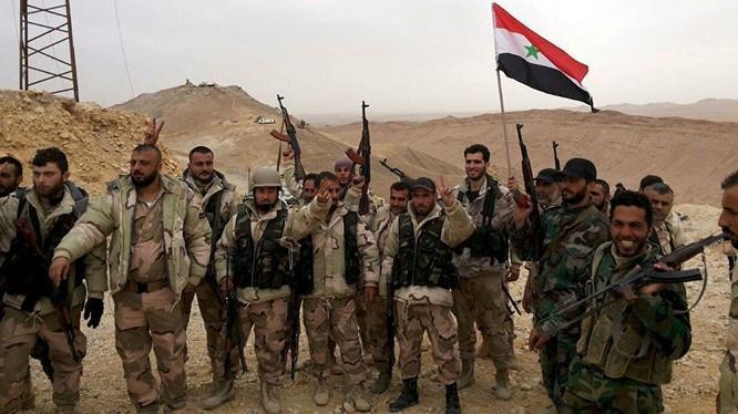 Quân đội Syria vượt qua hệ thống phòng thủ của IS, tiến vào thành phố Deir Ezzor