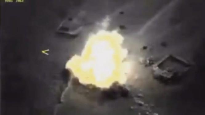 Tên lửa Kalibr hủy diệt mục tiêu IS ở Deir Ezzor - ảnh video Bộ quốc phòng Nga