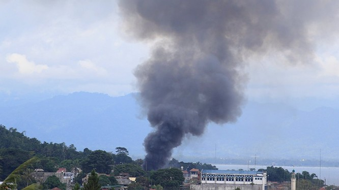Không quân Philippine không kích thành phố Marawi - ảnh video Marawi