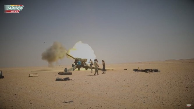 Pháo binh lực lượng Tiger tấn công IS trên sa mạc tỉnh Deir Ezzor - ảnh video