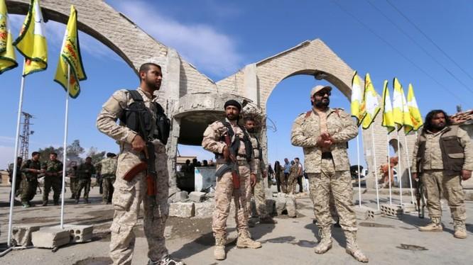 Lực lượng dân quân người Kurd YPG trên chiến trường ngoại ô khu vực công nghiệp thành phố Deir Ezzor - ảnh Masdar News