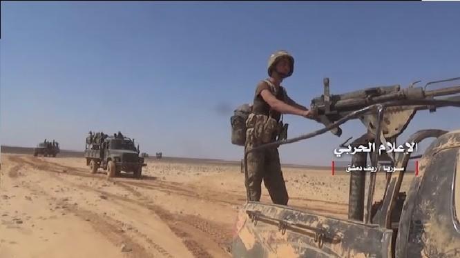 Binh sĩ quân đội Syria tiến công trên vùng sa mạc Damascus - ảnh video