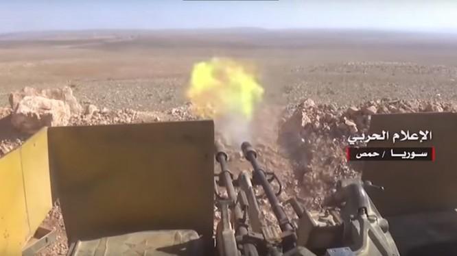 Quân đội Syria chiến đấu trên chiến trường Hama - ảnh video