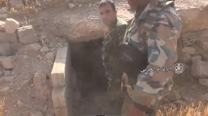 Quân đội Syria đánh chiếm một hầm ngầm của IS trên cao điểm vừa giải phóng - ảnh video truyền thông quân đội Syria